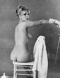 retro naked girlie fuck pics