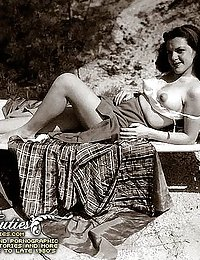 Naturally Hairy Naked Women From The Early Forties
